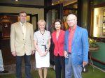 Das schwedische Königspaar Gustav und Silvia von Schweden im Hotel Heide Kröpke in Essel in der Lüneburger Heide – mit Besitzer Bernd Wilmes (links) und Inga Zimolong-Wilmes