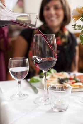 Krisenangst macht sich breit: 46% der Deutschen wollen weniger Essen gehen (Foto: Contrastwerkstatt/fotolia.com)
