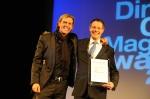 Kameha Grand Bonn - so sehen Sieger aus: LH&E-CEO Carsten K. Rath und GM Thomas Kleber freuen sich über die Auszeichnung des Diners Club Magazin Award als bestes Hotel des Jahres weltweit