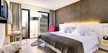 Businesszimmer im neuen Barcelo City-Hotel Hamburg Binnenalster