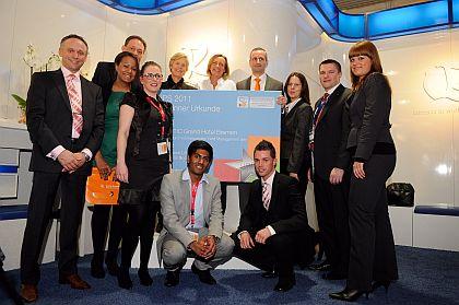 Preisverleihung auf der ITB Berlin: Glückliche Sieger des UPS-Wettbewerbs von Quality Reservations