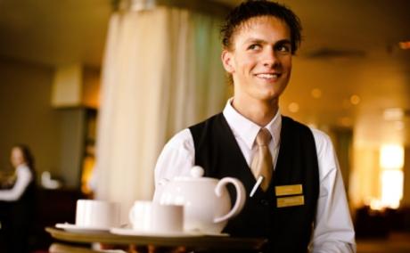 Mini-Jobber im Gastgewerbe dürfen nun mehr Geld verdienen - bis 450 Euro
