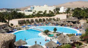 Sunrise Monica Beach Hotel auf Fuerteventura: Hier ertrank im Herbst 2011 der kleine Lucas Göb (8) in nur 1,46 Meter tiefem Wasser – er wurde mit dem Brustkorb an den Grund des Pools angesaugt, es gab kein Entkommen. Die Mängel der Poolanlage waren dem Hotel bekannt. Lucas könnte noch leben.