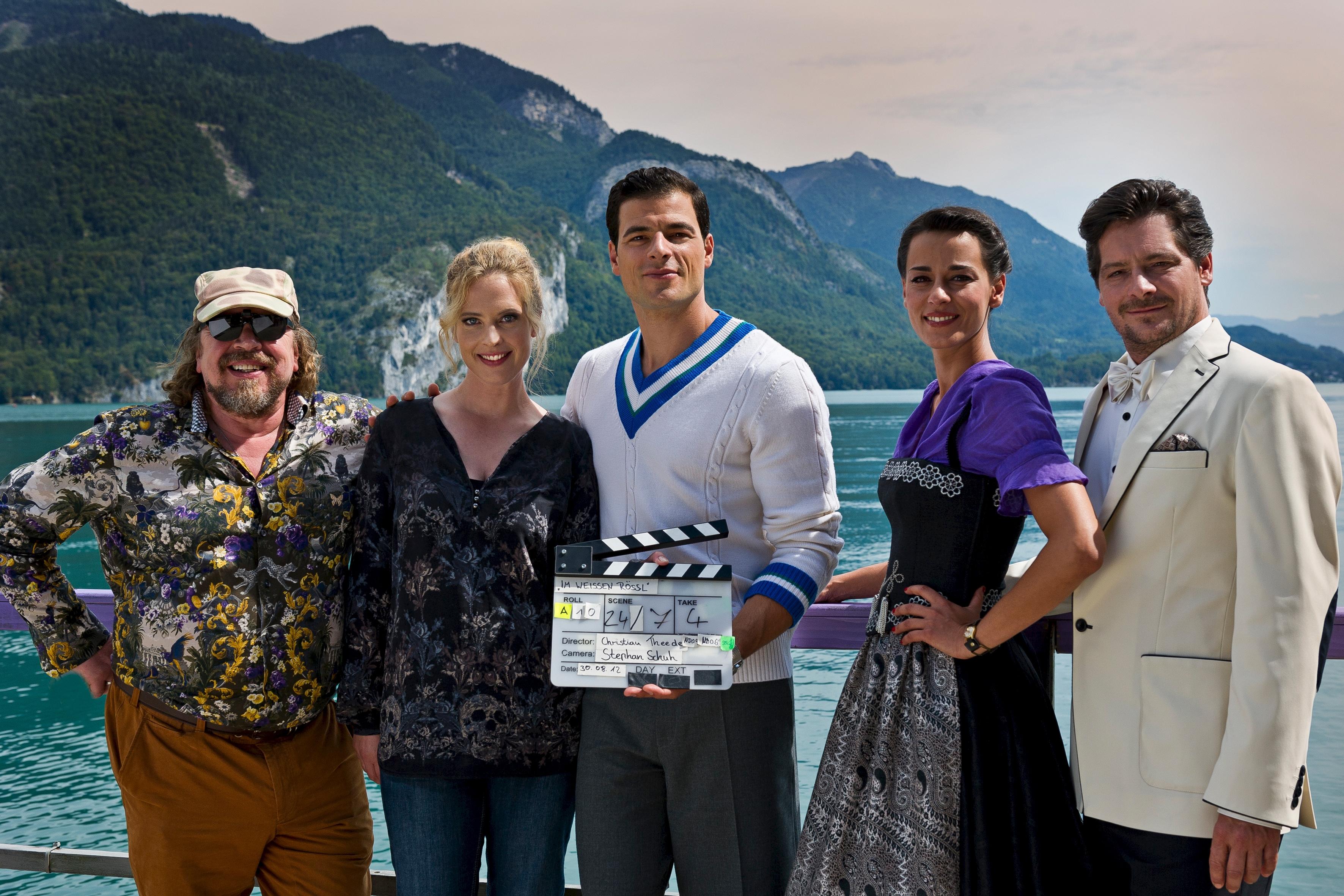 """Topbesetzung für Kino-Neuverfilmung vom """"Im weissen Rössl"""": Armin Rohde, Diana Amft, Tobias Licht, Edita Malovcic, Fritz Karl (Foto: ZDF/Toni Muhr)"""