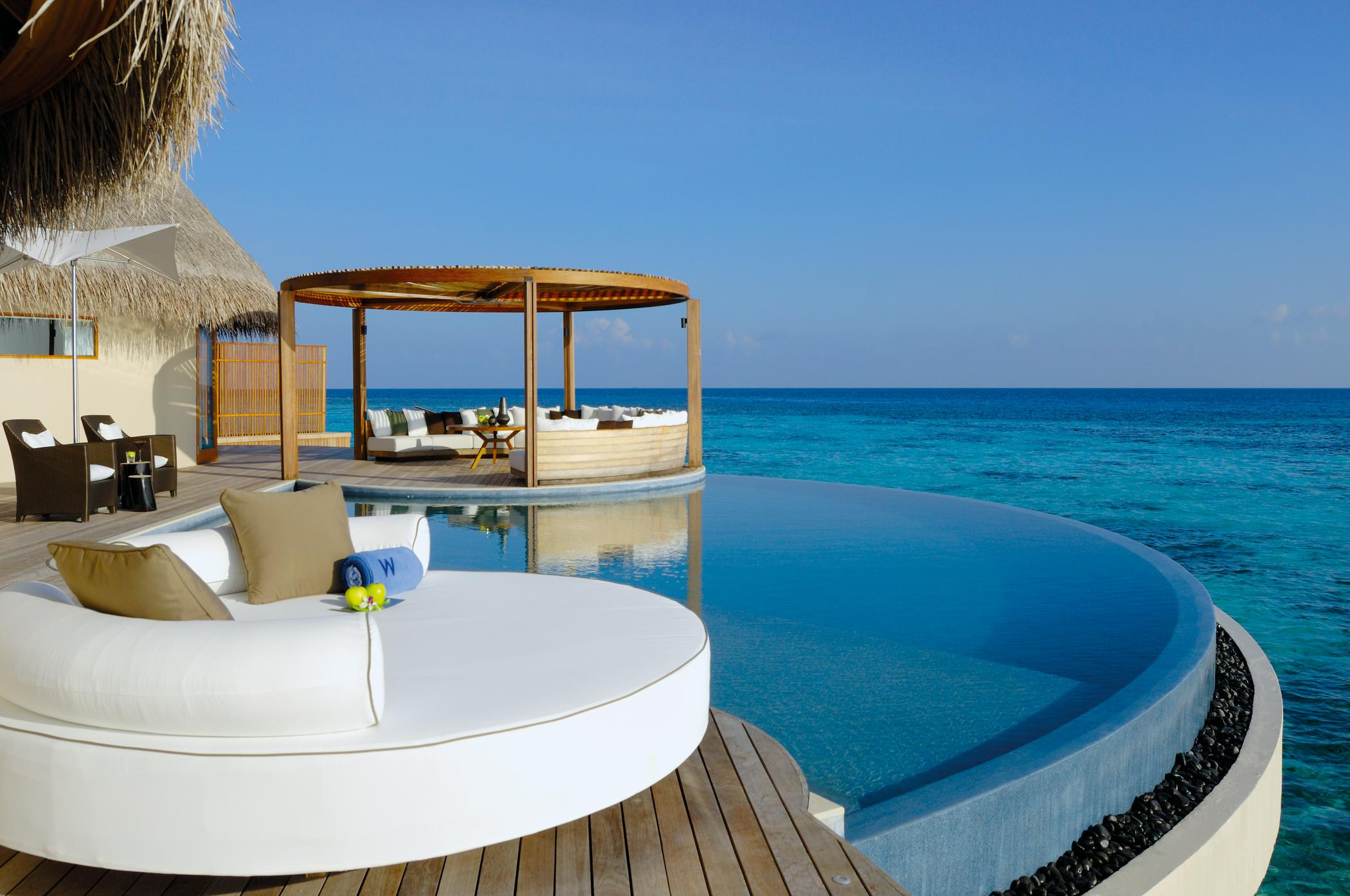 Hotel W Retreat & Spa Maldives - Infinity Pool
