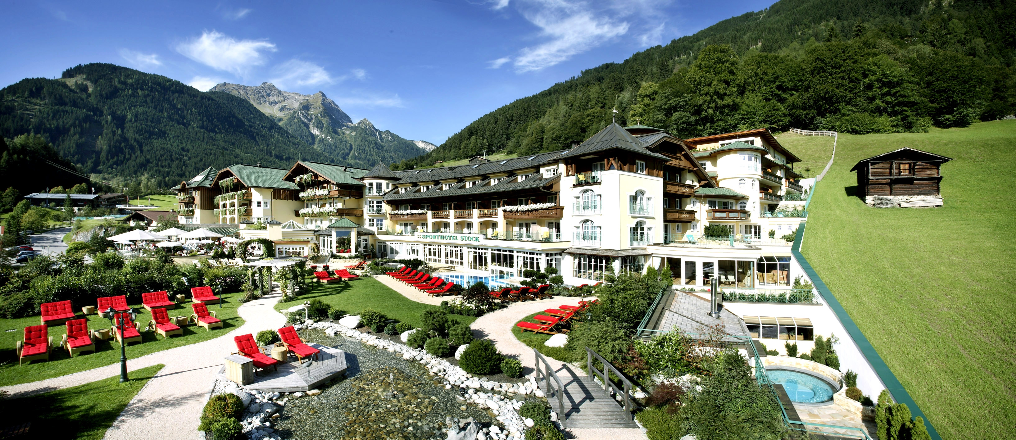 Stock resort mit neuem auftritt neuer name neues design for Design hotel zillertal