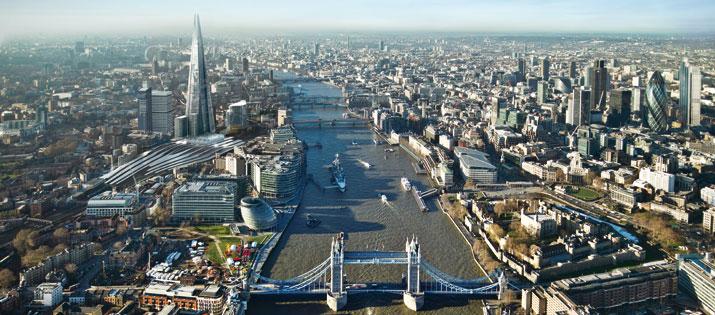 Höchster Turm Europas: The Shard in London (links im Bild) mit dem neuen Shangri-La Hotel wird 2013 eröffnet