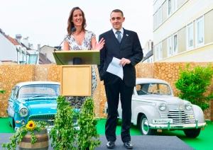 Kathrin Wickenhäuser und Alexander Egger auf dem Parkdach des Hotel Cristals (Foto: Jurga Graf)