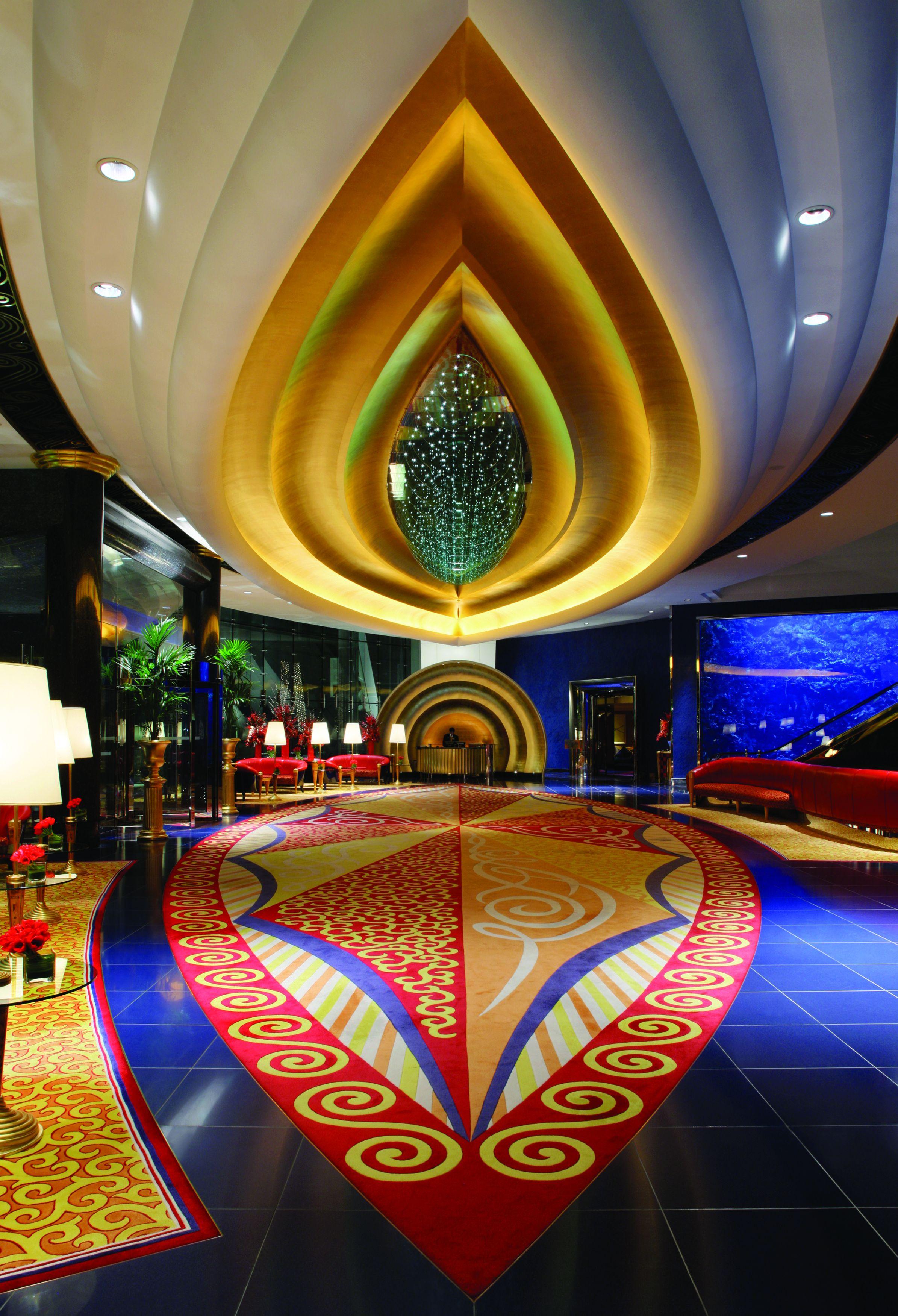 Untere Lobby im weltberühmten Burj Al Arab  Dubai – ein Jumeirah Hotel