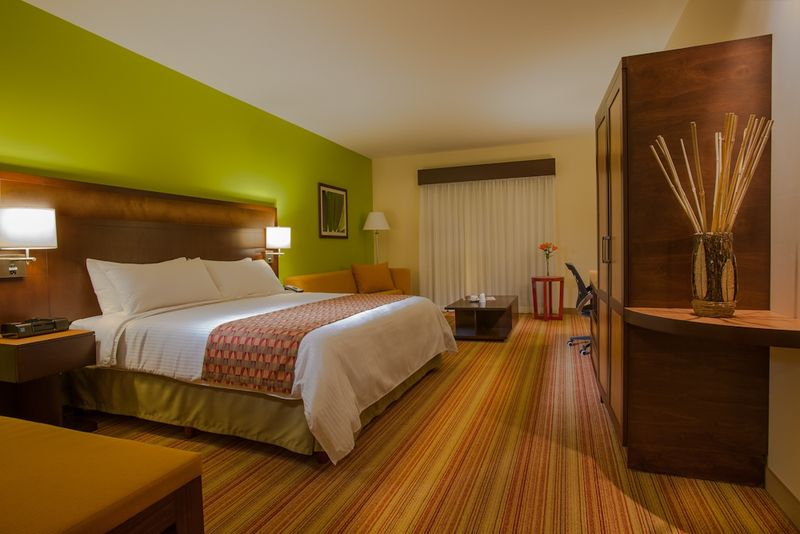 Courtyard by Marriott San Jose Airport - Guest Room