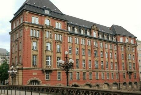 Oberfinanzdirektion Hamburg soll Luxushotel werden (Foto: vp_hmbg/panoramio.com)