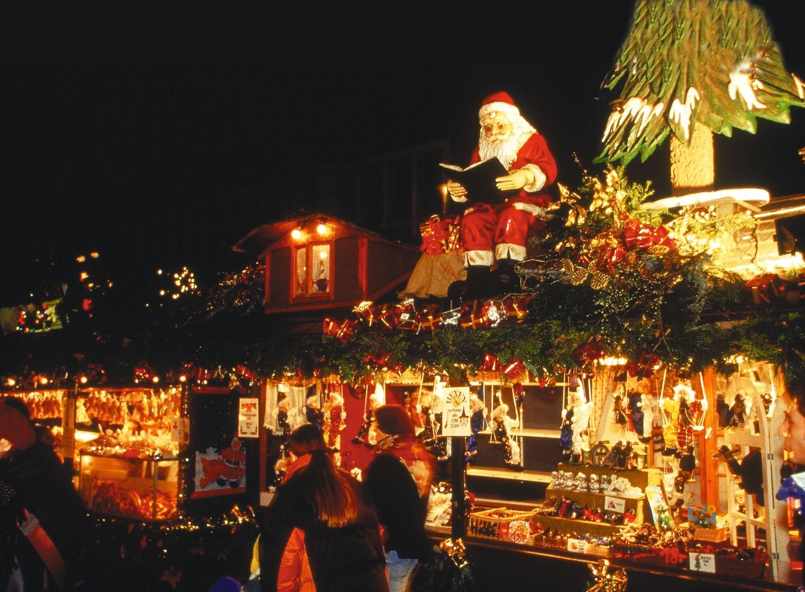Shooping in Deutschland ist bei ausländischen Gästen hoch im Kurs - gerade zu Weinnachten (Foto: Weihnachtsmarkt Stuttgart/Stuttgart Tourismus)