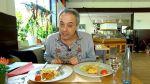 Christian Rach stellt sich im Restaurant Am Zoo in Neuenkirchen an der Saar vor und testet das Essen