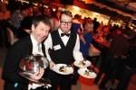 Servieren einmal anders - Die Chaos Kellner zauberten bei der Ischgl-Night nicht nur das achtgängige Haubenmenü auf die Tische des TirolBergs, sondern auch ein Lächeln auf die Gesichter der Gäste
