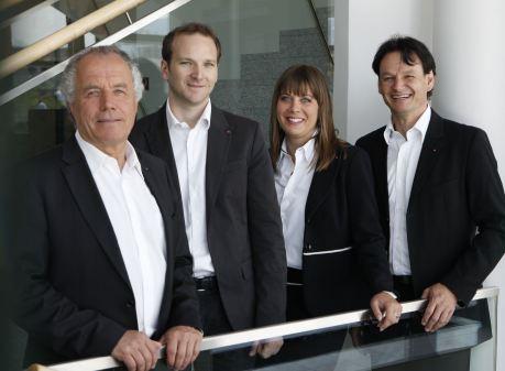 Manfred Kohl überträgt die operative Geschäftsführung an langjährige Wegbegleiter: (von links) Manfred Kohl, Gernot Memmer, Claudia Kohl, Erich Liegl