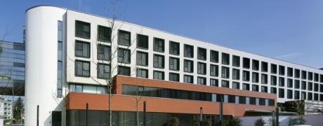 Raubüberfall auf Relexa Hotel Ratingen - Hotelmitarbeiter erleidet schweren Schock - Täter erbeutet Wein und Wechselgeld