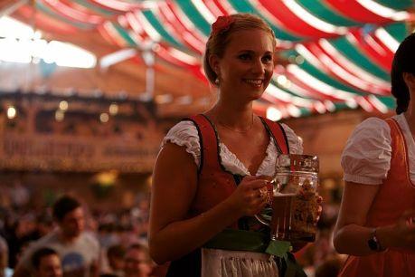 Cannstatter Wasen: Baden-Württembergs größtes Volksfest steht der weltberühmten Wiens in München in nichts nach (Foto: Stuttgart Marketing)