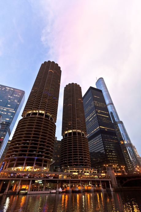Im IBM Building, hier rechts neben den beiden Marina Towers, eröffnet in Kürze das Langham Chicago. (Foto: Cesar Russ Photography)