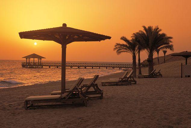 Sonnenaufgang am Strand des Obereoi Hotel Sahl Hasheesh am Roten Meer: Wer will so etwas Schönen erleben?