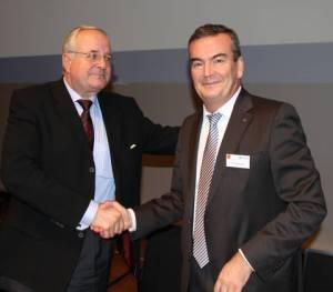 Glückwunsch zur Wahl: Amtsvorgänger Peter Schmid (links) gratulierte seinem Nachfolger Fritz Engelhardt als erster zur einstimmigen Wahl (Foto: Dehoga BW)