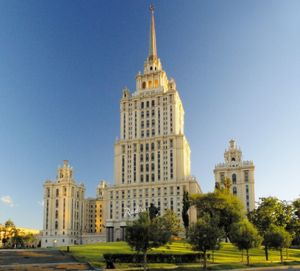 "Das vielfach prämierte Radisson Royal Hotel Moskau zählt zu den führenden ""Luxury Business Hotels"" in Osteuropa. Russland steht im Fokus der Hotelinvestments von Rezidor, Hilton und Marriott."