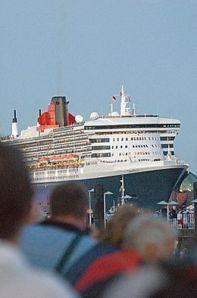 Queen Mary II im Hafen Hamburg (Foto: Christian Spahrbier)