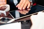 Virenschleuder Touchscreen: Auf Glasoberflächen von Smartphone und Tablet tummeln sich Erkältungsviren