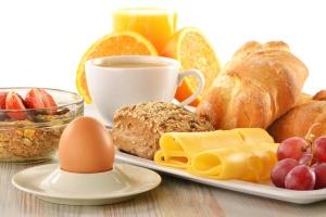 Das Frühstück im Hotel muss nach einem BFH-Urteil mit 19% versteuert werden - dies gult auch bei Pauschalpreisen (Foto: fotolia.de)