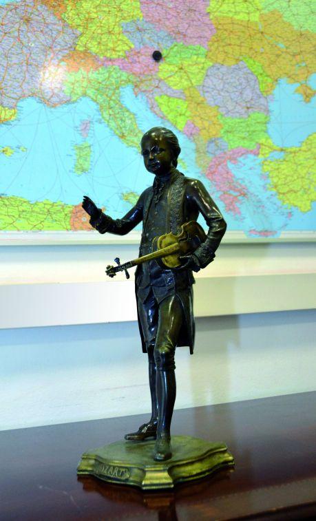FBI bringt gestohlene Mozartstatue in Hotel zurück