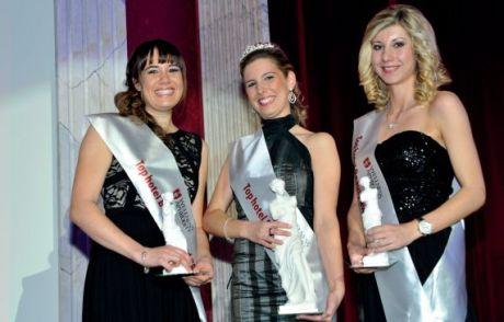 """Gewinnerin des """"Top hotel Beauty Award"""" ist Sinah Schumacher aus dem Europa-Park Rust (Mitte); die Mitbewerberinnen Sabine Huckenbeck von der Sonnenalp Ofterschwang (li.) und Janina Materna (Romantischer Winkel Bad Sachsa) freuten sich mit ihr"""