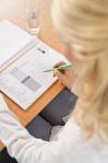 TUI Hoteltester bei der Arbeit - Mit Hilfe einer detaillierten Checkliste werden Hotels auf Herz und Nieren geprüft
