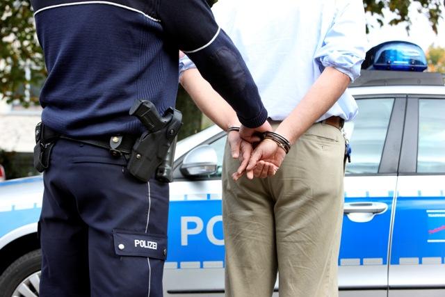 Polizei - Festnahme - Täter festgenommen