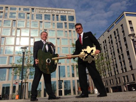 Neues Flagghotel der Steigenberger Hotel Group: Tophotel mit 339 Zimmern am Kanzleramt in Berlin wurde Anfang Mai 2014 eröffnet