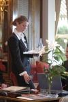 Kellenerin - Service - Restaurant - Tisch - Mineralwasse - Reiner Pfister