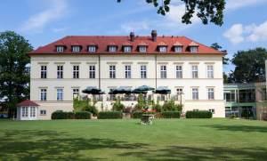 Schloss Teschow wird zur Privatklinik