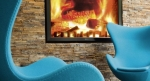 Motel One - Egg Chair vor Kamin