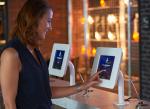 Zukunft für Geschäftsreisen: Papierloses Hotel gestartet - Hotelmitarbeiter können sich stärker auf Gäste konzentrieren und nicht auf PC-Bildschirme