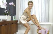 Mehrheit der Gäste wünscht sich Vorschriften für Hotels zum Schutz ihrer Gäste vor Fußpilz (Foto: Hansaplast)