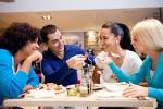 Online-Bewertungen von Restaurants: Distanz schafft mehr Sterne - Späte Restaurantkritik aus der Ferne verbessert Kundenwahrnehmung