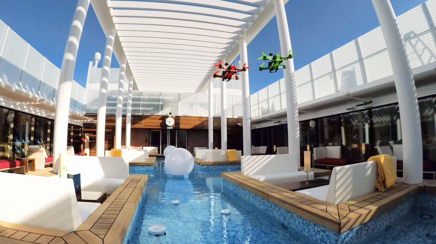Video-Premiere: Drohnenrace auf AIDAprima