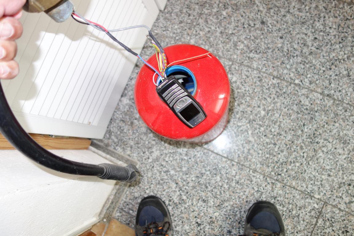 Ideales Versteck für einen Sprengsatz: Geleerte Feuerlöscher im Hotel (Foto: Ulrich Jander)