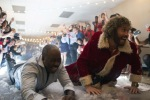"""Halligalli bei der Weihnachtsfeier? De neue Kinofilm """"Office Christmas Party"""" zeigt, wie's geht... (Foto: Constantin Film/Glen Wilson)"""
