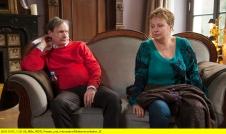 """ARD/WDR WELLNESS FÜR PAARE, Autor/Regie: Jan Georg Schütte, am Mittwoch (23.11.16) um 20:15 Uhr im ERSTEN. Michaela (Gabriela Maria Schmeide) und Heinz Peter Ellerbrook (Michael Wittenborn) sind seit 25 Jahren verheiratet. Er ist Gardinengroßhändler, sie gelernte Hotelfachfrau, deren Traum von einem eigenen kleinen Café nie in Erfüllung gegangen ist: Als Hausfrau und Mutter hat sie ihrem Mann stets den Rücken freigehalten. Nun sind die Kinder aus dem Haus und haben ihren Eltern das Wellness-Wochenende geschenkt. Heinz Peter ist nicht so recht klar, was er mit der Therapeutin eigentlich besprechen soll. Therapie, das sei doch etwas für Leute mit Problemen, und sie selbst hätten keine. Ein Irrtum, wie sich schon bald herausstellen soll. © WDR/Bernd Spauke, honorarfrei - Verwendung gemäß der AGB im engen inhaltlichen, redaktionellen Zusammenhang mit genannter WDR-Sendung und bei Nennung """"Bild: WDR/Bernd Spauke"""" (S2+). WDR Presse und Information/Bildkommunikation, Köln, Tel: 0221/220 -7132 oder -7133, Fax: -777132, bildkommunikation@wdr.de"""