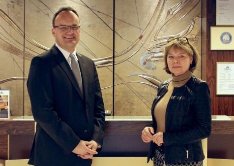 Freuen sich auf die erneute Zusammenarbeit: Oliver Risse, neuer Direktor im Maritim Hotel Bad Salzuflen und seine Stellvertreterin, Karola Nagel (Foto: Maritim)