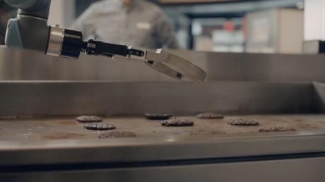 Flippy arbeitet nun als Burgerbrater in Schnellrestaurants