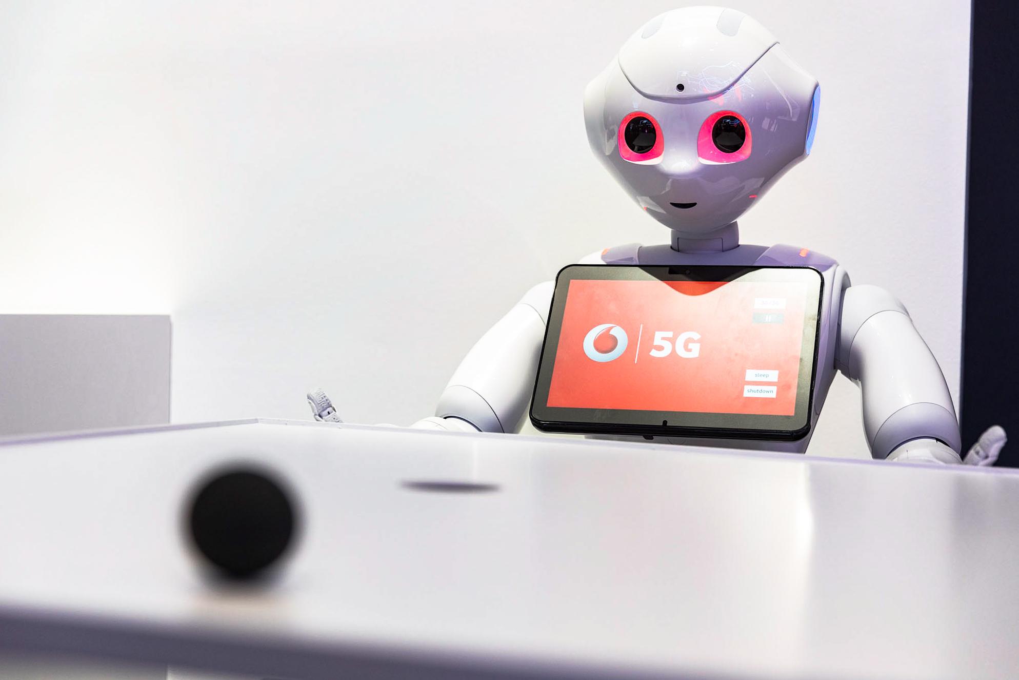Pepper wird mit der 5G-Übertragungstechnologie zum Echtzeit-Auskunftsroboter